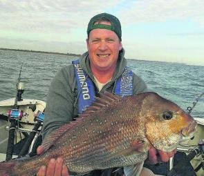 Stephen Poole proves that he is a very capable snapper angler with this very nice 7kg snapper.