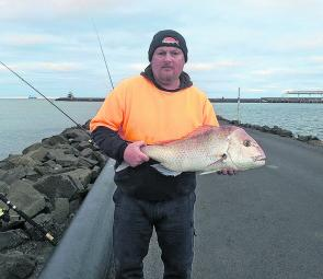 Paul with a nice healthy snapper caught off Lee Breakwater.