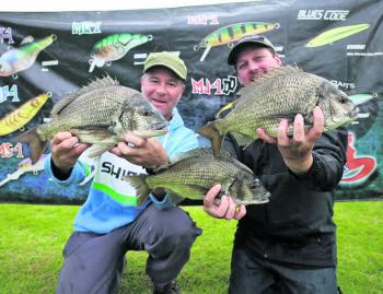 Daniel Kent and Phil Partington from Team JML Anglers Alliance with some of the bream that helped them take out the Maria Lures Best Bag for the weekend with 5/5 bream for 6.07kg.