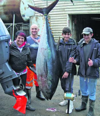 These anglers put in the hard yards to pull up this whopper 116.5kg tuna.